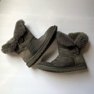 UGG Bailey one button gray boots short sz 9